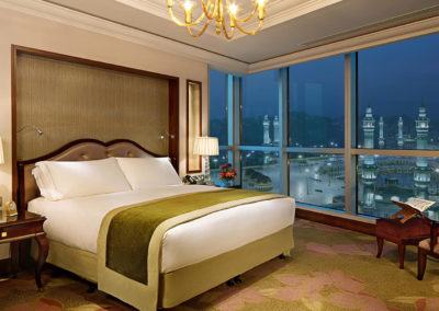 RMH-491223-Suite-Bedroom-with-Grand-Mosque-View-Suite